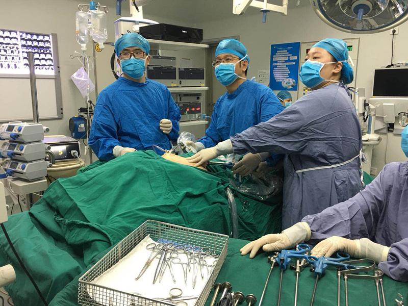 蛇口医院甲乳外科完全乳晕入路腔镜甲状腺手术常态化开展